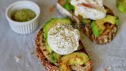 Фото рецепта Тост с авокадо и яйцом пашот