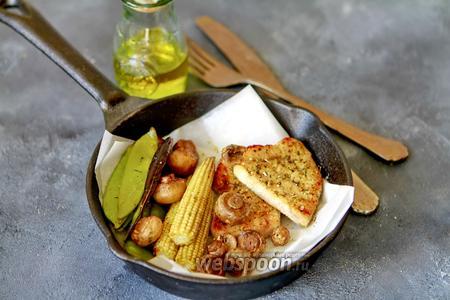 Стейк из индейки с овощами