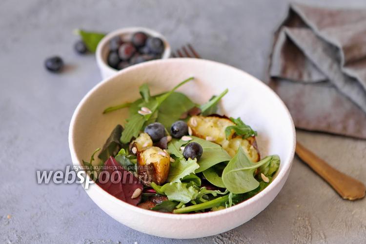 Фото Салат с голубикой и печёной картошкой