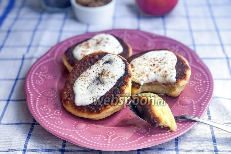 Фото Сырники с яблочной начинкой