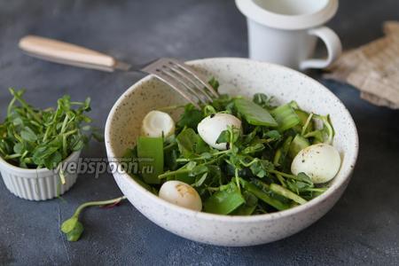 Салат со стручковым горошком и огурцом