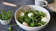 Фото рецепта Салат со стручковым горошком и огурцом