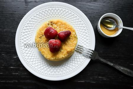 Добавьте мёда по вкусу, при желании — ягод. Тыквенная каша из кус-кус без молока готова, приятного аппетита!