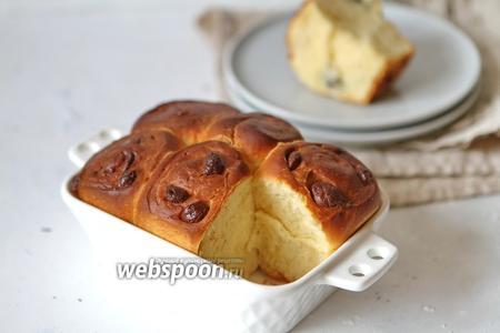 Дрожжевые булочки с белым и молочным шоколадом