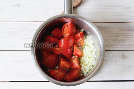 Далее добавить помидоры и слегка потушить их, 5-7 минут.