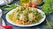 Фото рецепта Тушёная молодая капуста с фрикадельками