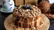 Фото рецепта Шоколадный торт с грецкими орехами и варёной сгущёнкой