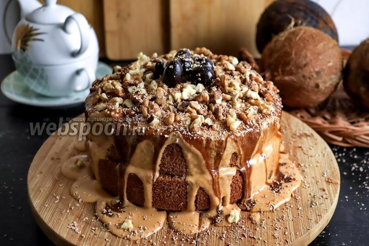Фото Шоколадный торт с грецкими орехами и варёной сгущёнкой
