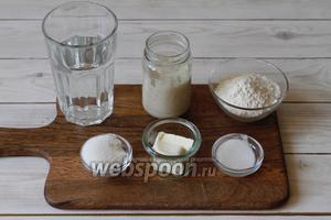 Для приготовления подготовить пшеничную закваску, муку пшеничную, соль, сахар, воду, сливочное масло.