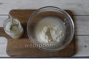 Закваску заранее освежить. Для опары вам потребуется 45 грамм муки пшеничной, 45 мл воды и 23 грамм пшеничной закваски.