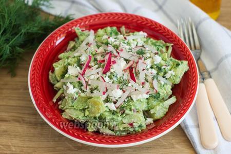 Салат с заправкой из черемши и сметаны