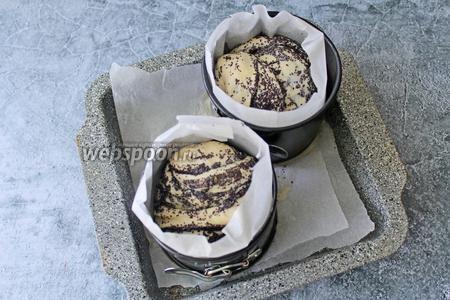 Как видите, по истечении времени, куличи хорошо подошли. К этому времени духовка должна быть разогрета до 180°C. Ставим куличи выпекаться при 170-180°C на 35-40 минут.