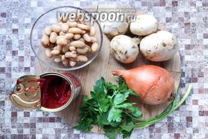 Для приготовления вам понадобится фасоль, шампиньоны, лук репчатый, петрушка, томатная паста, подсолнечное масло, паприка молотая, соль.