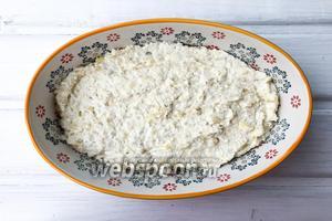 Выложите массу в форму для выпечки, при желании застелите пергаментной бумагой. Выпекайте 40 минут в духовке при температуре 180°C.