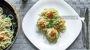 Фото рецепта Цельнозерновые спагетти с Моцареллой и авокадо