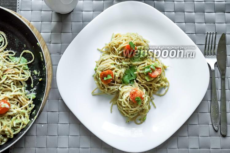 Фото Цельнозерновые спагетти с Моцареллой и авокадо