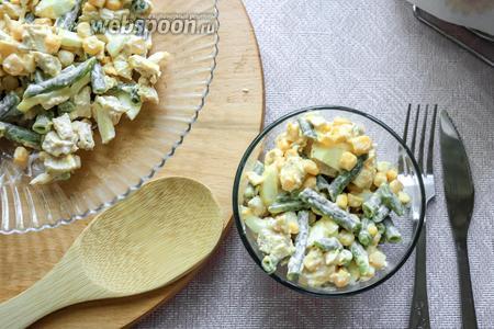 Салат с куриной грудкой и стручковой фасолью готов, приятного аппетита!