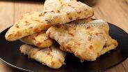 Фото рецепта Лепёшки с сыром на кефире
