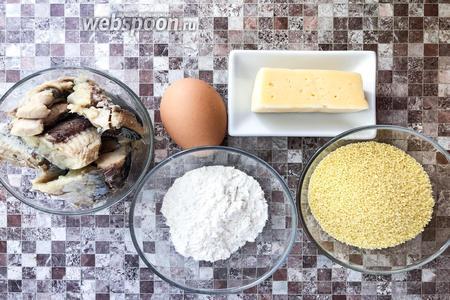 Для приготовления котлет возьмите кускус, рыбные консервы, яйцо, муку, сыр, подсолнечное масло и соль.