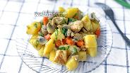 Фото рецепта Тушёная картошка с курицей и грибами