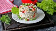 Фото рецепта Салат с красным перцем, зелёным горошком и рисом