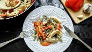 Фото рецепта Тёплый салат из куриного филе и стручковой фасоли