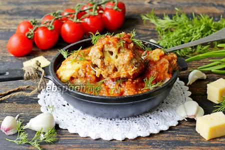 Фрикадельки из свино-говяжьего фарша с сыром в томатно-чесночном соусе