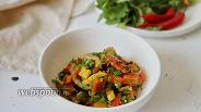 Фото рецепта Тёплый салат из печёных овощей с перцем чили и зеленью