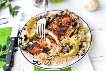 Запечённый рис с куриной грудкой и овощами