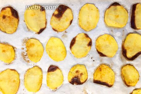 Картофельные чипсы в духовке готовы.