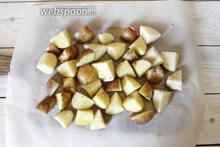 Картофель переложить на лист пергамента.