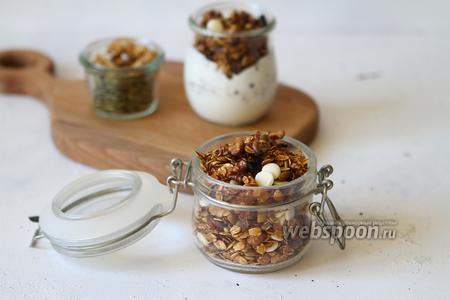 Фото рецепта Гранола с белым шоколадом