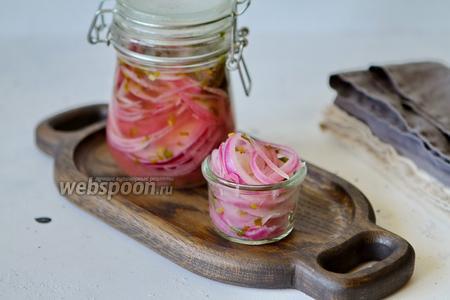 Маринованный лук с кинзой (в холодильнике)