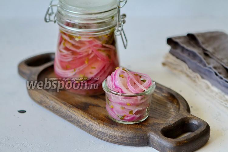 Фото Маринованный лук с кинзой (в холодильнике)