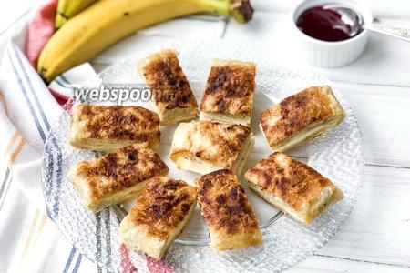Тайский десерт роти с бананом