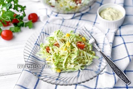 Салат с капустой и соусом из желтков