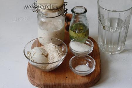Для приготовления вам понадобится мука высшего сорта, мука второго сорта, мука цельнозерновая, соль, сахар, оливковое масло, вода, пшеничная закваска.