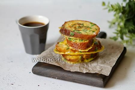 Гренки с яйцом, луком и сыром