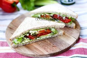 Сэндвич с овощами и сыром Фета