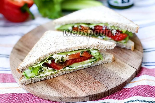 Фото Сэндвич с овощами и сыром Фета