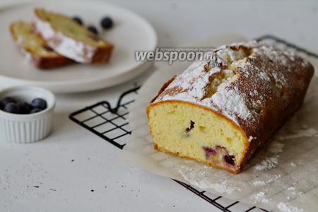 Фото рецепта Простой кекс с голубикой и лимонной цедрой