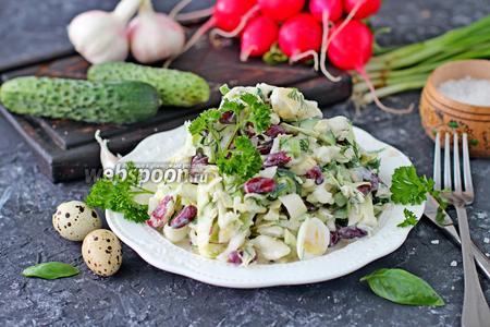 Салат из молодой капусты с консервированной фасолью
