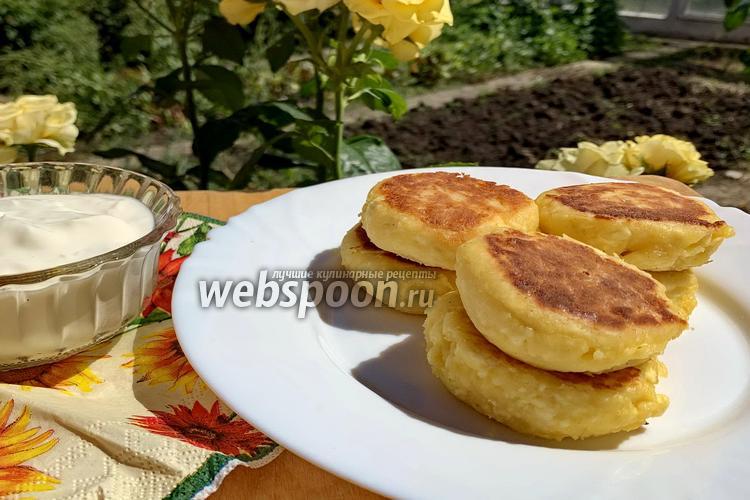 Фото Сырники без сахара с бананом и сиропом топинамбура