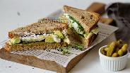 Фото рецепта Ржаной «бейгл» с овощами и сыром