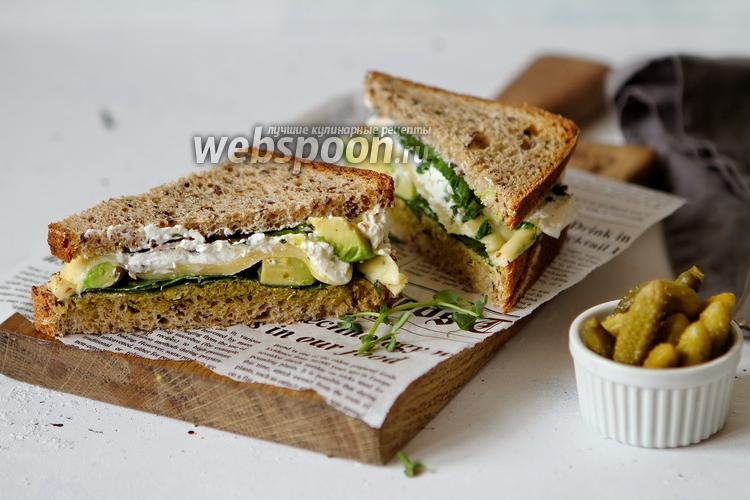 Фото Ржаной «бейгл» с овощами и сыром