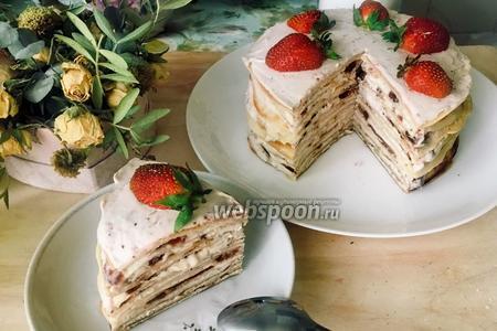 Блинный торт с клубникой и творогом