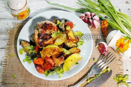 Курица с баклажанами и кабачками