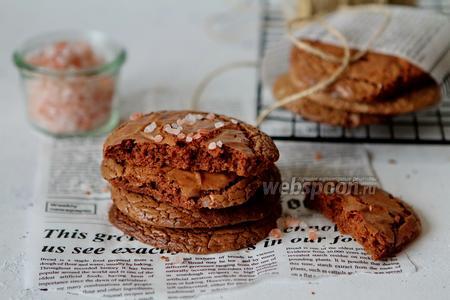 Фото рецепта Шоколадное печенье с солью