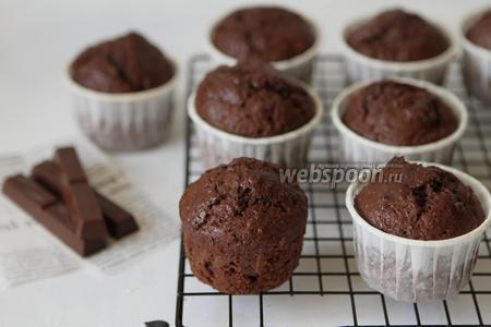 Фото рецепта Шоколадные маффины с банановым сюрпризом