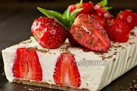 Творожный торт с клубникой без выпечки. Видео-рецепт